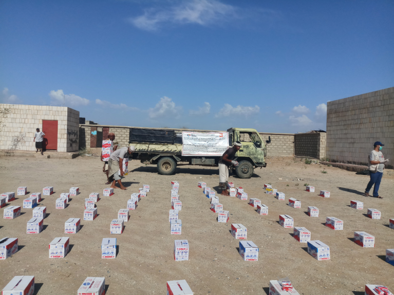 In response to COVID-19, NRC under the support of the Swedish International Development Agency (Sida) distributed soap to displaced families in Hajjah's Abs district.  Photo: Ala'a Hebah/NRC